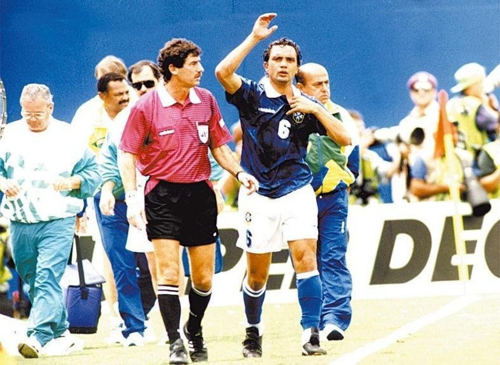 Branco durante o jogo contra a Holanda nas quartas de final da Copa de 1994