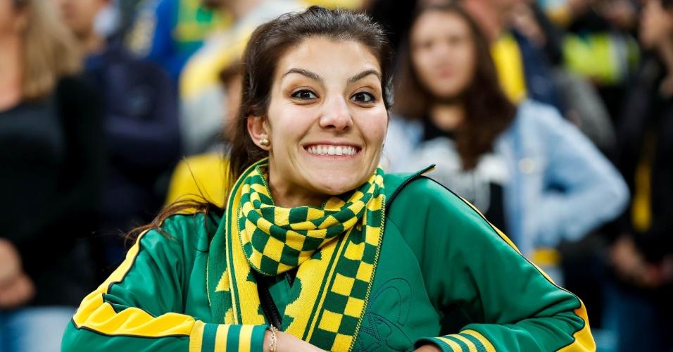 Torcedora está empolgada na Arena Grêmio