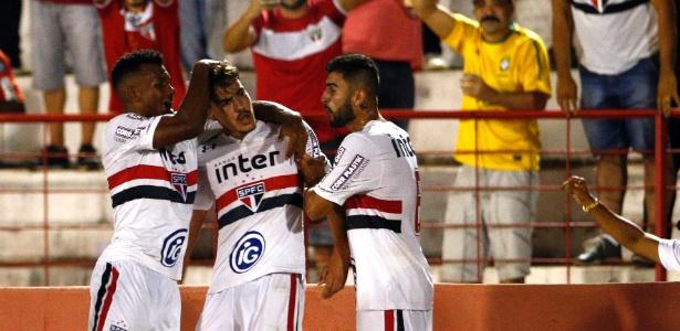 Jogadores do São Paulo comemoram o gol de Igor contra o Cruzeiro