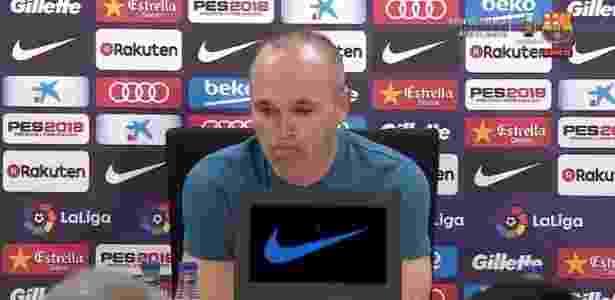 Iniesta se emocionou ao comunicar sua saída do Barcelona - Reprodução/Barcelona