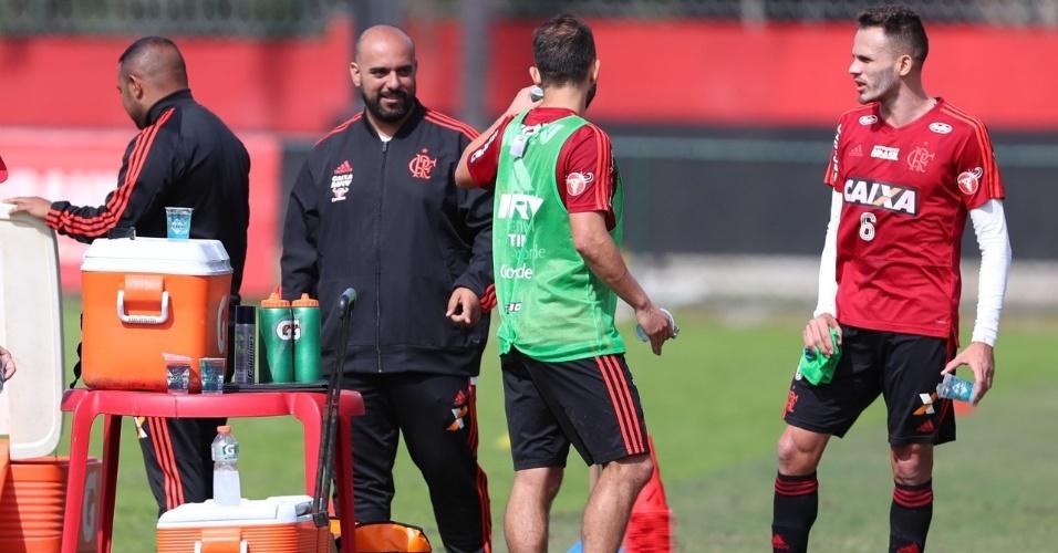 O psicólogo do Flamengo trabalha diariamente com os jogadores no CT Ninho do Urubu