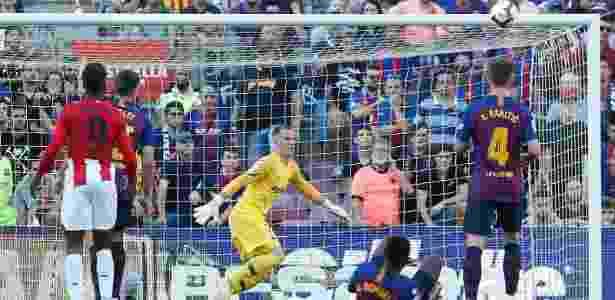 O goleiro Simón fez boas defesas ao longo da partida - PAU BARRENA/AFP - PAU BARRENA/AFP