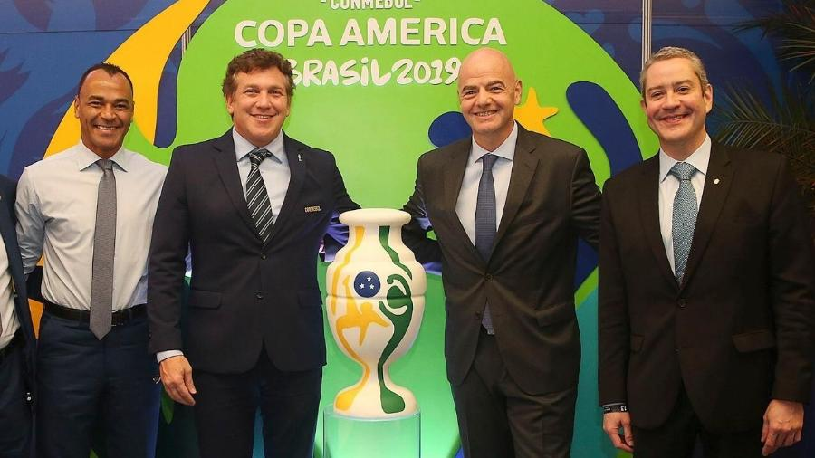 O ex-jogador Cafu e os cartolas Alejandro Dominguez, Gianni Infantino e Rogério Caboclo durante a Copa América em 2019 - Danilo Matsukawa/ CONMEBOL Copa América