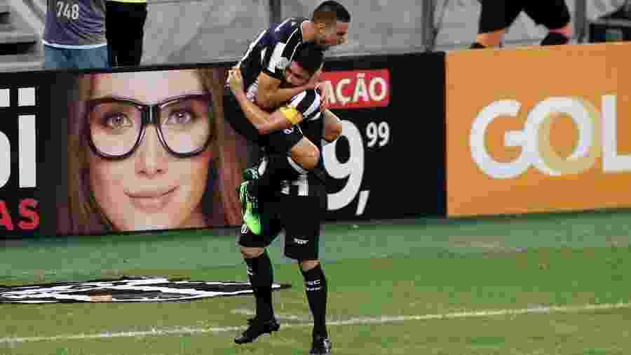 Thiago Galhardo comemora gol do Ceará sobre o Fortaleza - LC MOREIRA/ESTADÃO CONTEÚDO