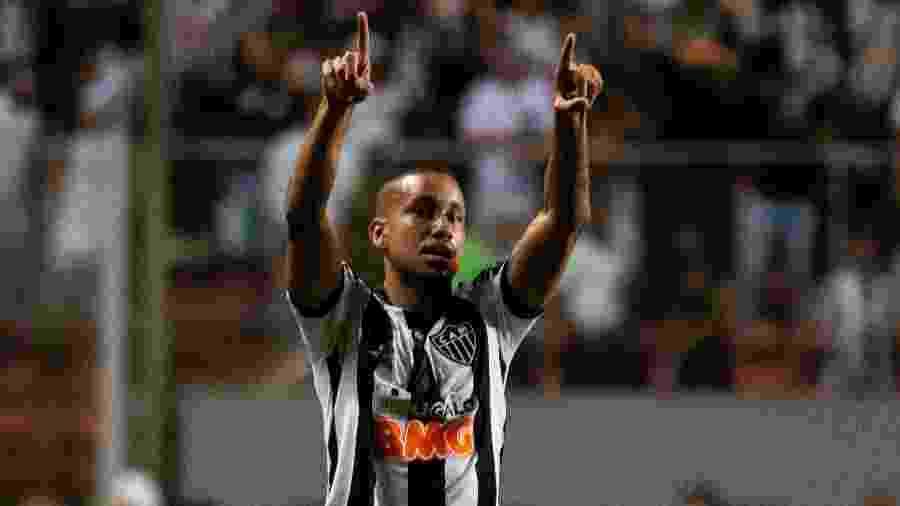 Jair tem sido peça importante no meio-campo, e Rodrigo Santa encontra dificuldade para encontrar um substituto -     Fernando Moreno/AGIF