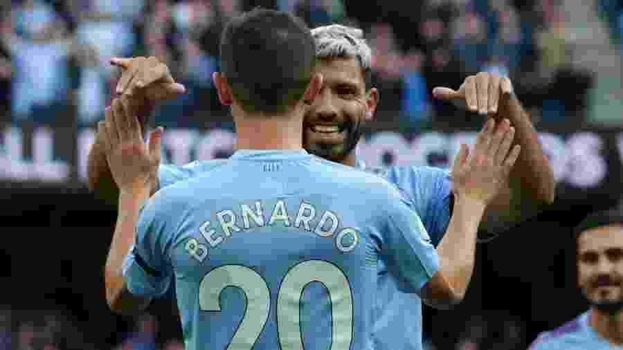 Aguero comemora gol do Manchester City pelo Inglês - Lindsey Parnaby / AFP
