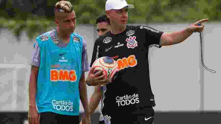 Cantillo recebe orientações de Tiago Nunes em treino do Corinthians no CT Joaquim Grava - Daniel Augusto Jr. / Ag. Corinthians