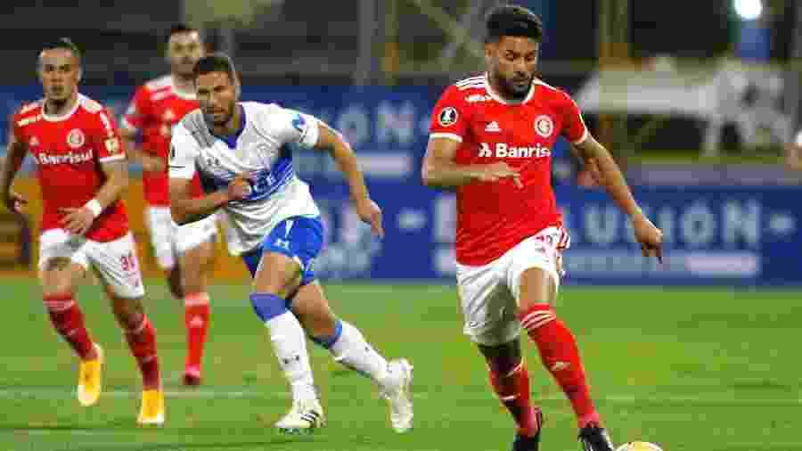 Lance do duelo entre Universidad Católica e Inter, no Chile, pela última rodada da fase de grupos da Libertadores - Conmebol