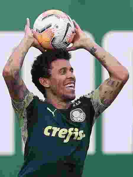 Marcos Rocha cobra lateral durante treino no Palmeiras - Cesar Greco - Cesar Greco