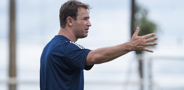 Cruzeiro vive 'metamorfose' por estilo de jogo mais ofensivo com Conceição