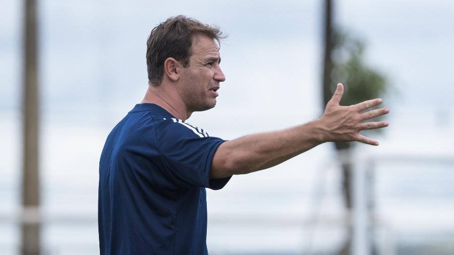 Felipe Conceição tenta aplicar novos métodos de treinamentos por um esquema de jogo diferente no clube - Gustavo Aleixo/Cruzeiro