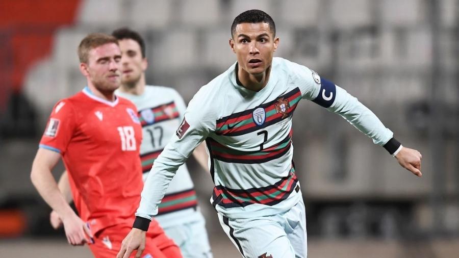 Cristiano Ronaldo marca na partida entre Portugal e Luxemburgo pelas Eliminatórias da Copa - Alexander Scheuber/Getty Images