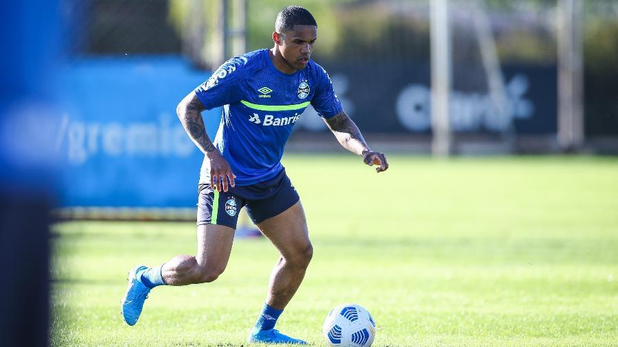 Douglas Costa treina, mas ainda não tem data definida para estrear pelo Grêmio - Lucas Uebel/Grêmio FBPA
