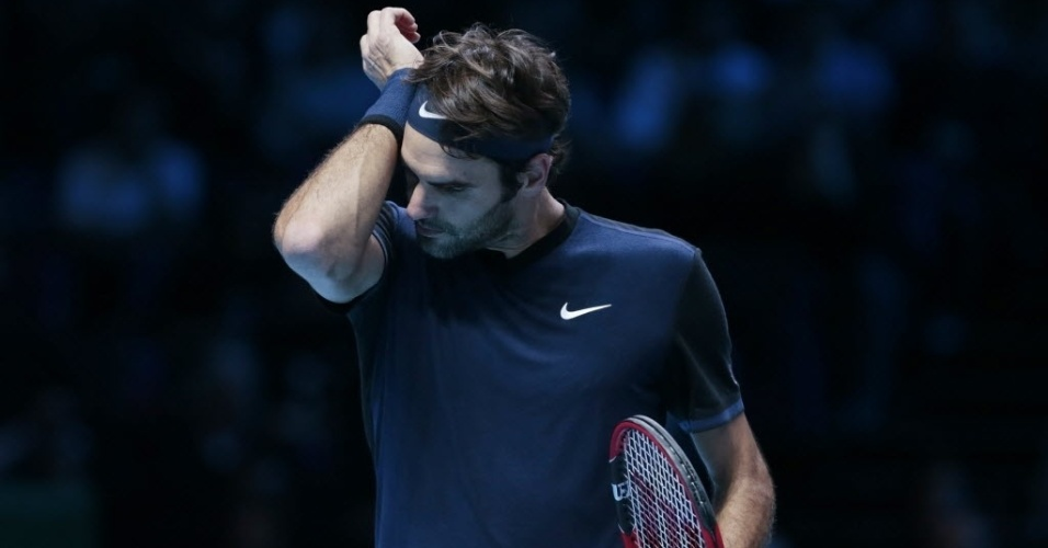 Roger Federer durante partida contra Novak Djokovic, na decisão do ATP Finals, neste domingo (22)