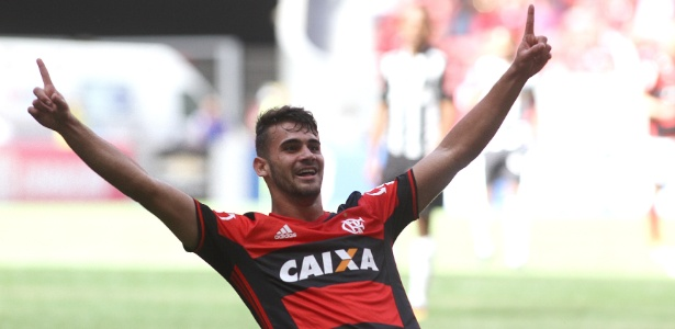Felipe Vizeu comemora um dos sete gols marcados pelo Flamengo. Jovem é esperança