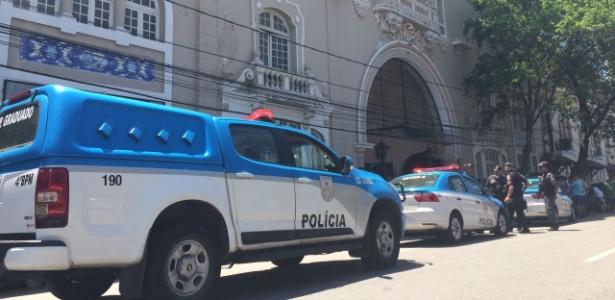 Policiamento tem feito plantão na porta de São Januário por conta das manifestações