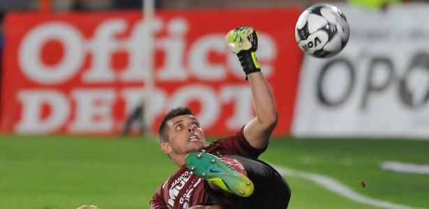 Tiago Volpi em ação pelo Querétaro