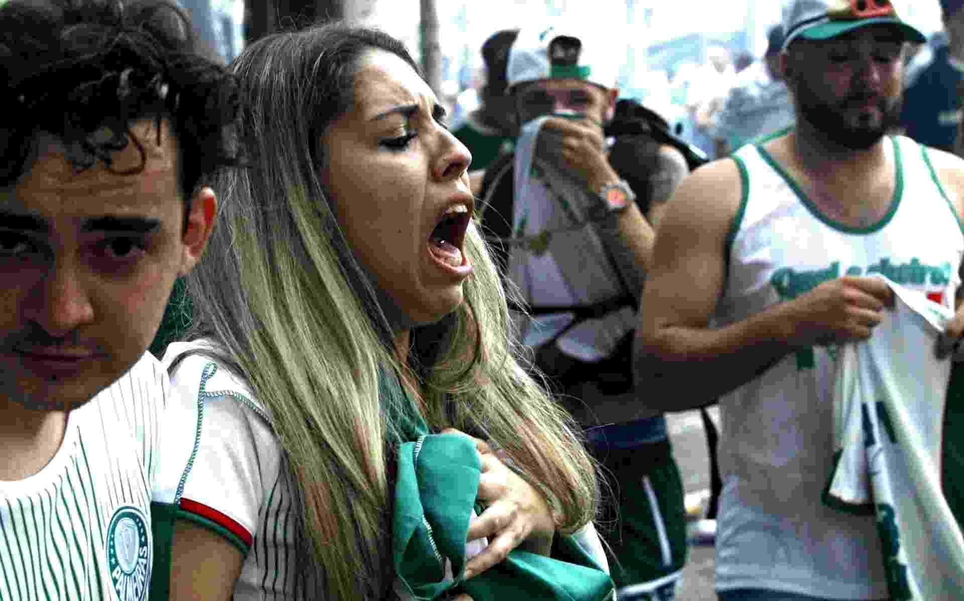 Torcedora passa mal após policiais dispararem gás pimenta - Flávio Florido/UOL