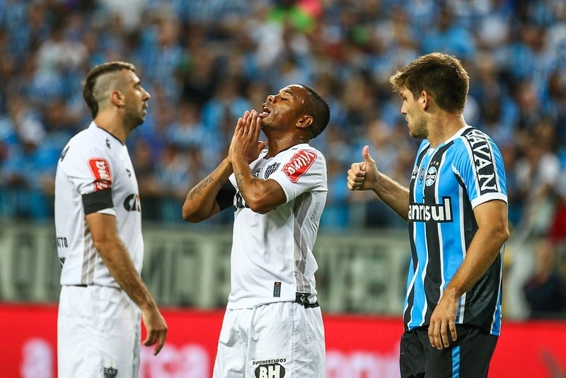 Robinho lamenta chance perdida na final da Copa do Braisl
