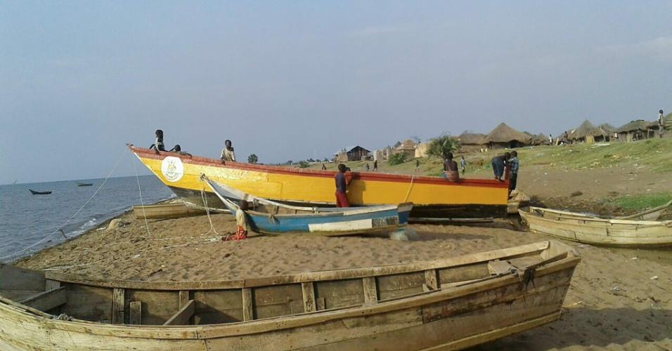 Um acidente de barco em Uganda registrou pelo menos nove mortes, segundo a imprensa local. A embarcação transportava 45 pessoas, entre torcedores e jogadores de um time amador local, quando afundou no Lago Alberto. Inicialmente, 15 pessoas sobreviveram