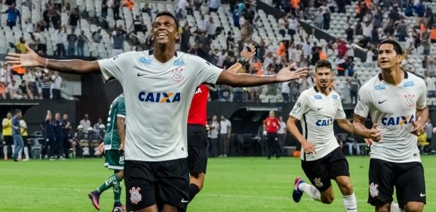 Jô contribuiu com gol para classificação do Corinthians na Copa do Brasil