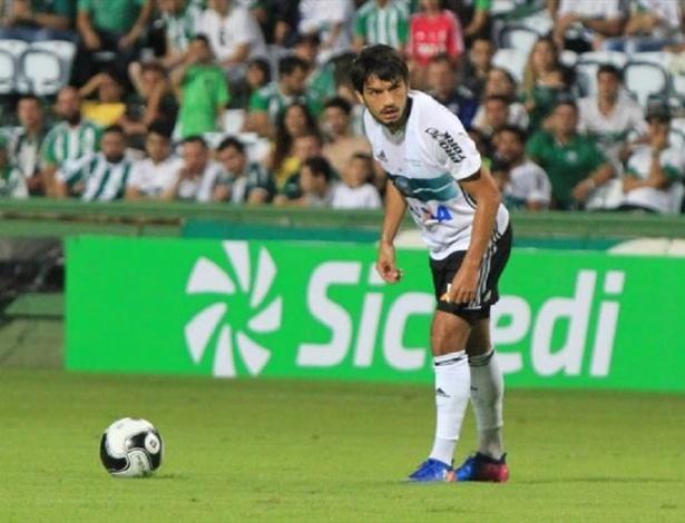 Tiago Real vive boa fase, mas é dúvida para domingo