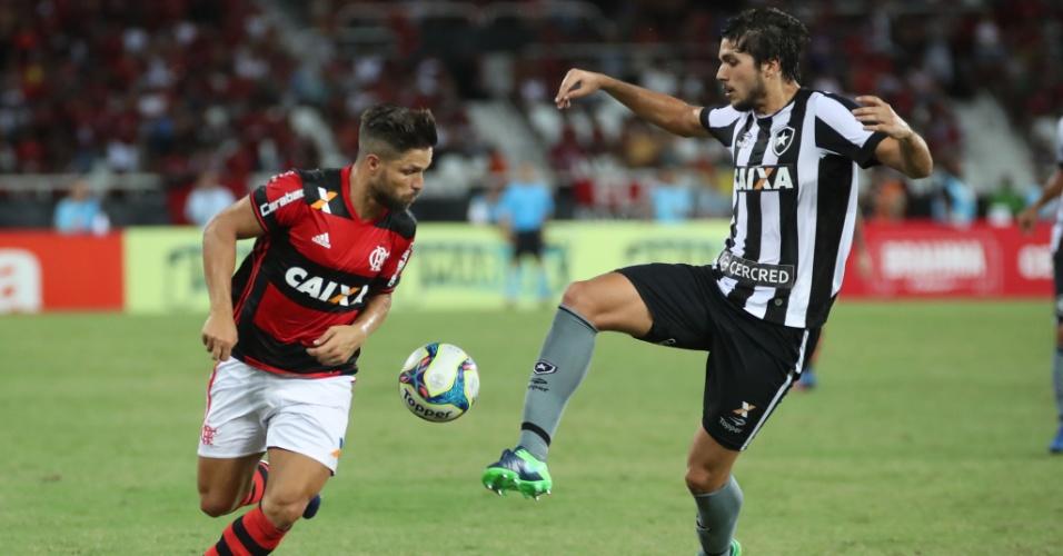 Diego e Igor Rabello são retratos dos modelos de elenco em Flamengo e Botafogo