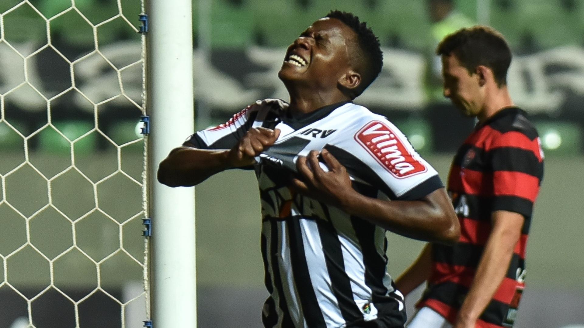 Cazares comemora seu gol pelo Atlético-MG contra o Vitória