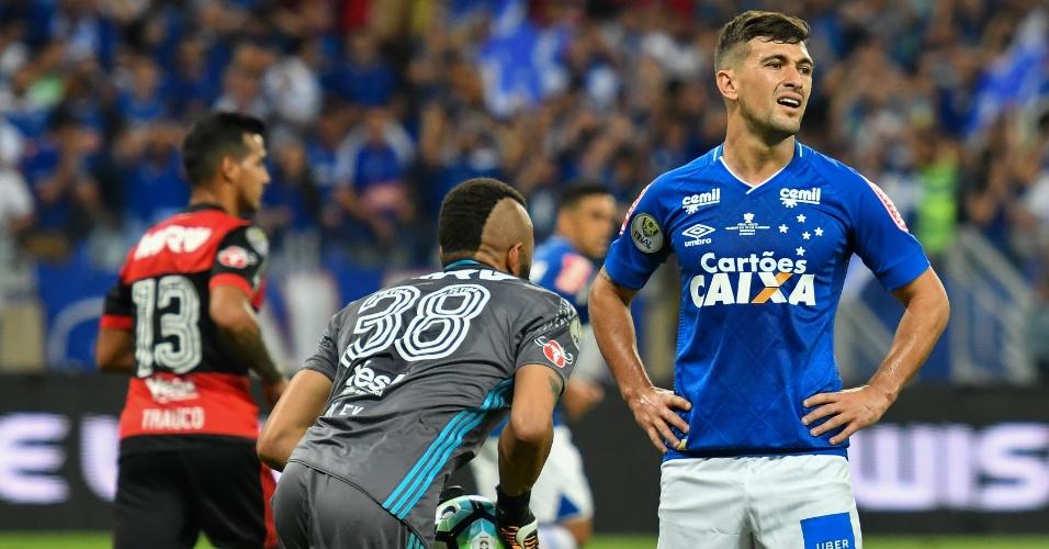 Arrascaeta lamenta chance perdida pelo Cruzeiro após defesa de Muralha, do Flamengo