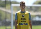 Meia pretendido pelo América-MG ficará no Atlético-PR, revela técnico