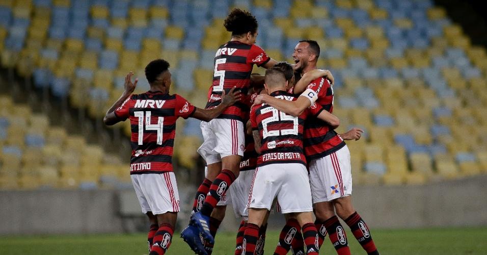 Jogadores do Flamengo comemoram gol de Renê sobre a Chapecoense