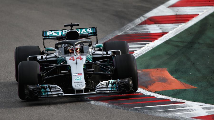 Lewis Hamilton, durante treino livre para o GP da Rússia - Charles Coates/Getty Images