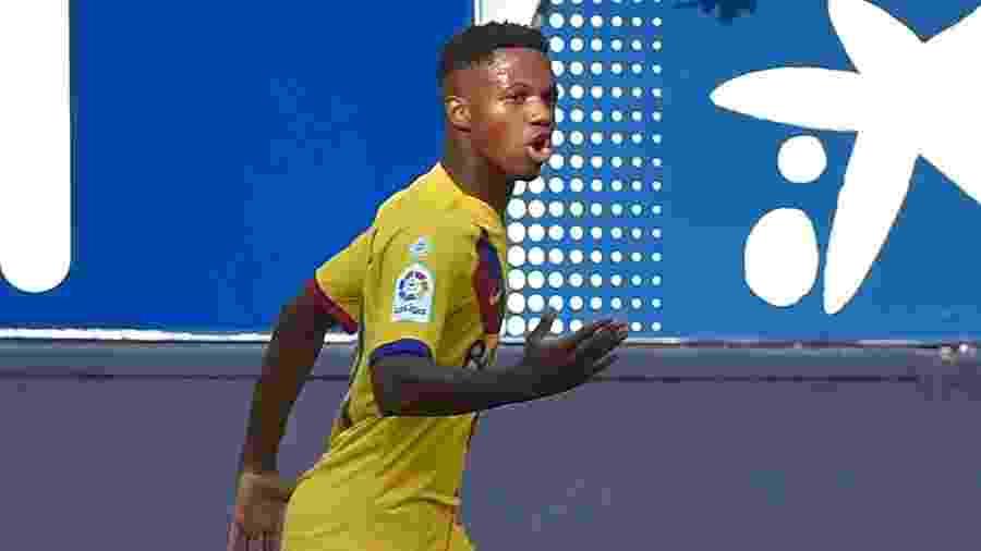 Ansu Fati, de 16 anos, comemora seu primeiro gol pelo Barcelona - ANDER GILLENEA / AFP