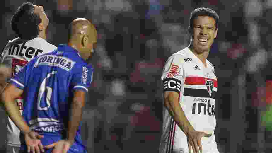 Hernanes lamenta durante partida entre São Paulo e CSA - Marcello Zambrana/AGIF