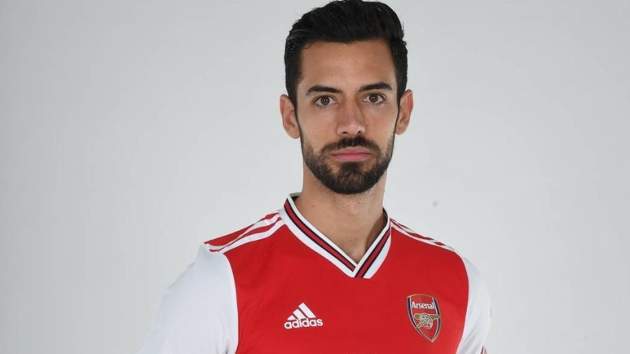 Pablo Marí veste a camisa do Arsenal depois de idas e vindas em negociação - Stuart MacFarlane/Arsenal FC via Getty Images