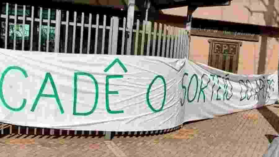 Mancha Alviverde protesta na frente da Federação Paulista de Futebol - Reprodução