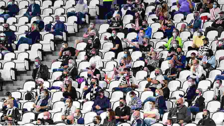 Público em partida entre Juventus e Sampdoria, pelo Campeonato Italiano; jogos na Itália podem ter até mil torcedores - MIGUEL MEDINA / AFP