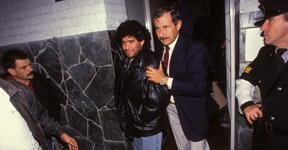 Maradona é preso por uso de cocaína em Buenos Aires em 26 de abril de 1991