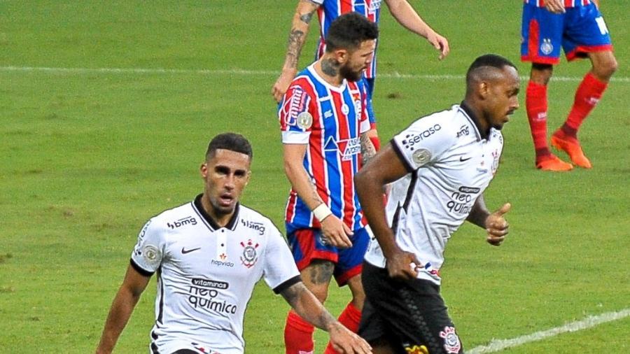 Gabriel e Jô comemoram gol do Corinthians contra o Bahia, em partida do Brasileirão 2020 - Jhony Pinho/AGIF