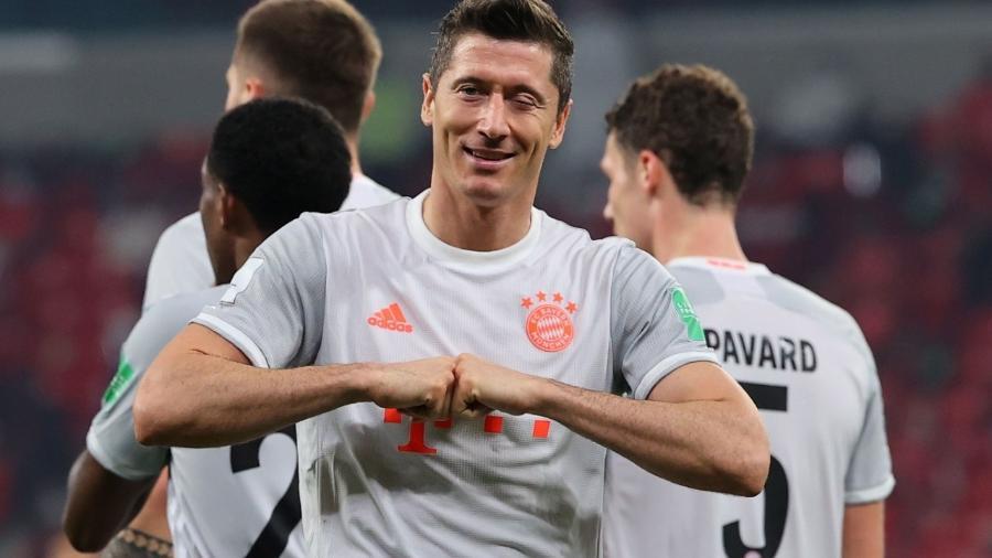 Robert Lewandowski comemora gol pelo Bayern de Munique no Mundial de Clubes - Karim JAAFAR / AFP