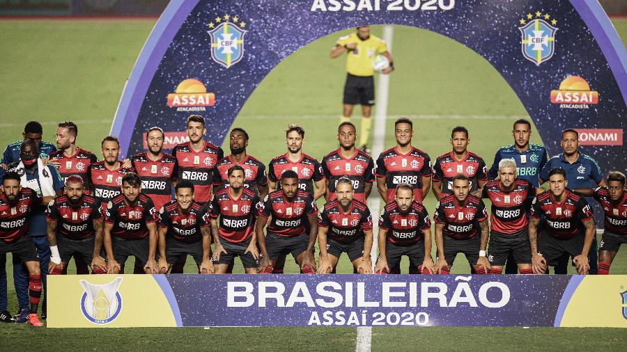 Elenco e comissão técnica do Flamengo posados para foto oficial antes de jogo contra o São Paulo - Pedro Martins/UOL