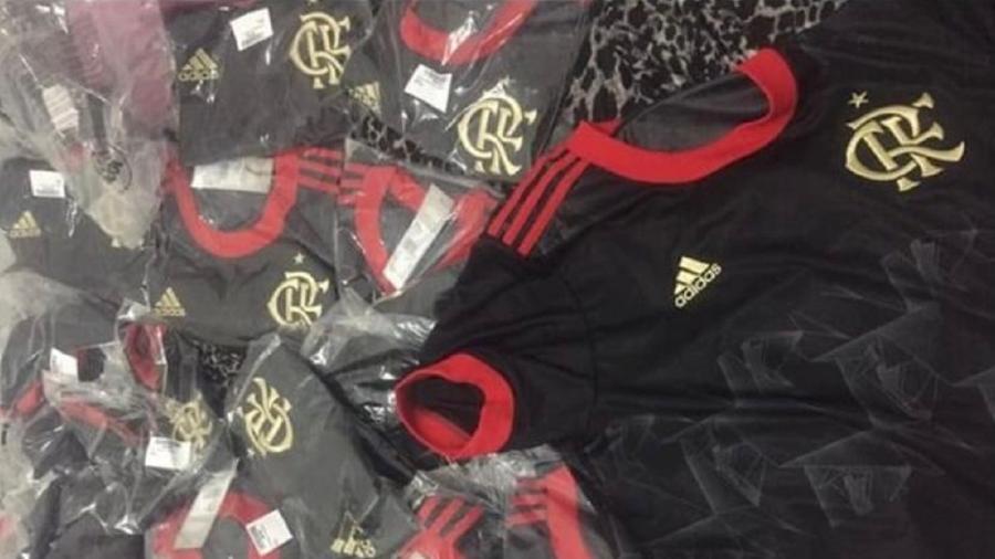 500 unidades da nova camisa do Flamengo haviam sido desviadas por motorista - Divulgação/PCERJ