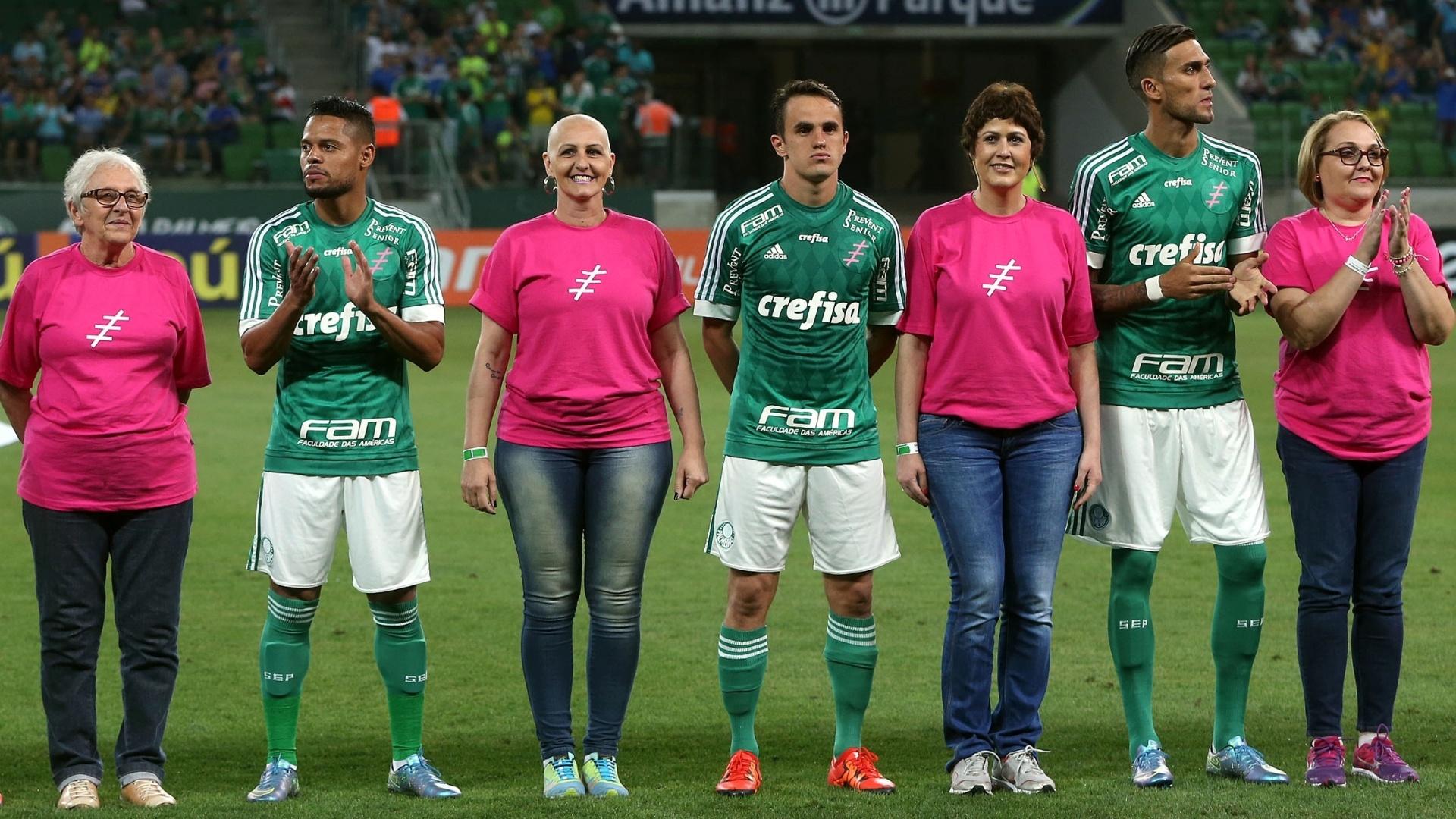 Palmeiras faz campanha para prevenção do câncer de mama antes da partida contra a Ponte Preta pelo Campeonato Brasileiro