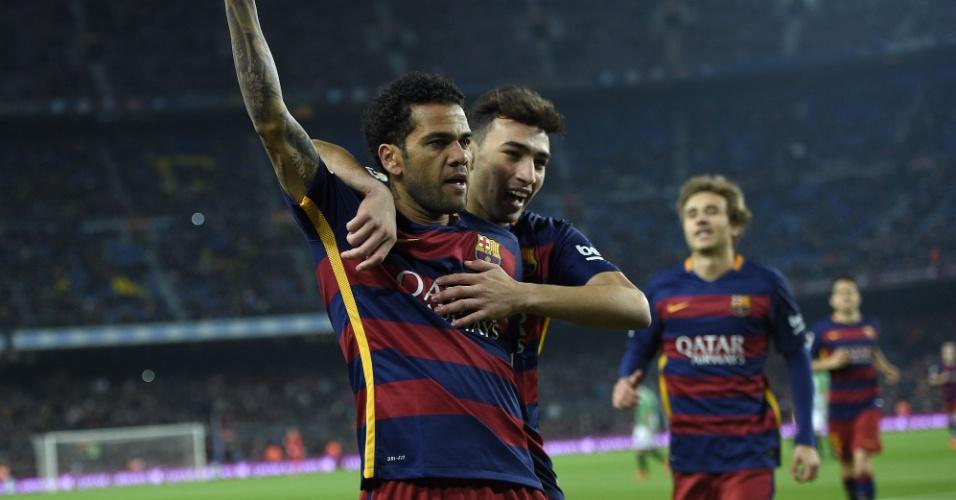 Daniel Alves, lateral brasileiro do Barcelona, comemora gol que abriu o placar. Ele contou com