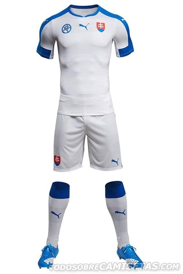 GRUPO B: Eslováquia (camisa titular, Puma)