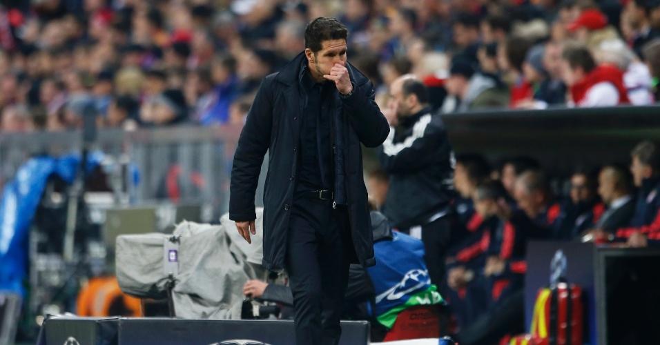 Simeone orienta o Atlético de Madri contra o Bayern de Munique, na semifinal da Liga dos Campeões