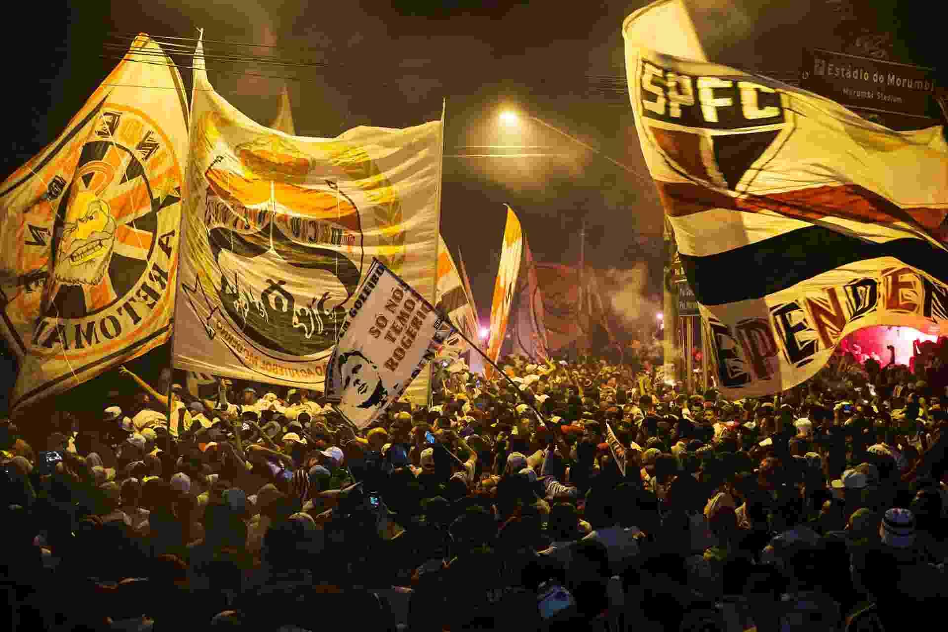 Torcida do São Paulo recebe o time no Morumbi para a partida contra o Atlético-Mg, na Libertadores - Eduardo Knapp/Folhapress.