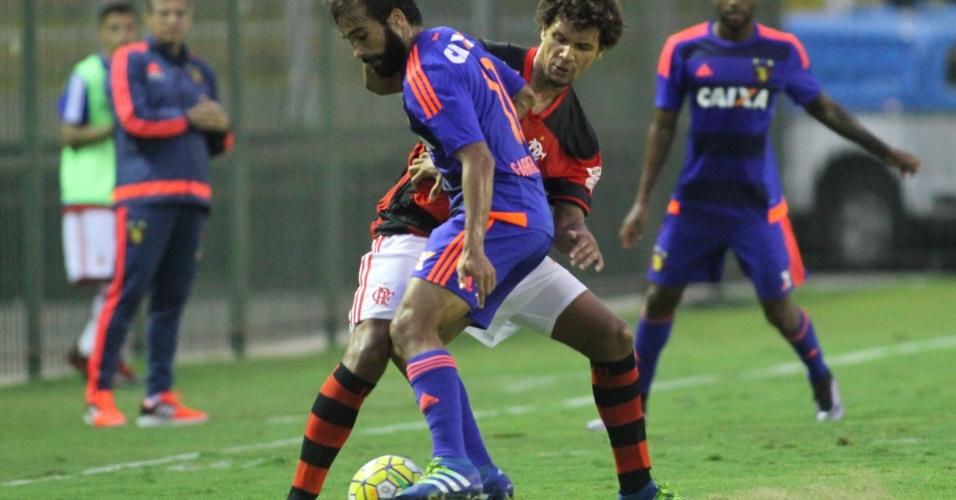Willian Arão marca Gabriel Xavier em confronto entre Flamengo e Sport
