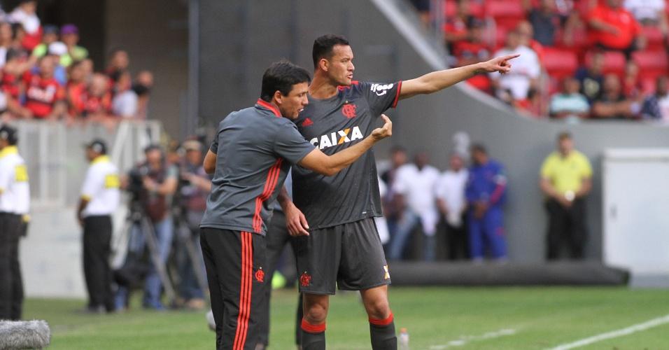 Zé Ricardo orienta Réver no empate entre Flamengo e São Paulo por 2 a 2