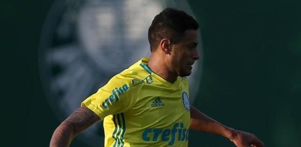 Cleiton Xavier entrou em campo na segunda e deu a assistência da vitória para Róger Guedes